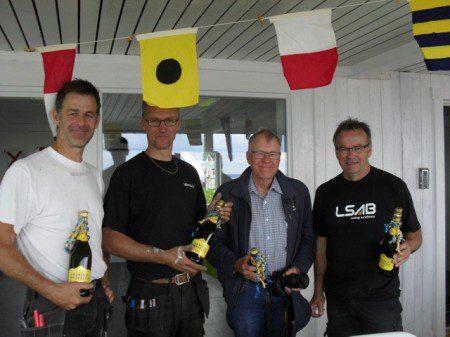 Det hurrades extra för våra bryggpojkar, Nicholas Fokine, Peter Sanden, ??, Börje Fritzell. Foto: Ulf Axelsson