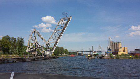 Nu lämnar vi Göta Älv och åker ut på Vänern. Inga mer broar eller slussar förrän vi kommer till Sjötorp och påbörjar vår färd på Göta Kanal.