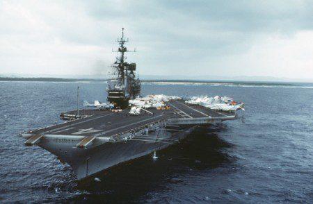 USS_Midway_(CV-41)_in_Yokosuka_port,_1984