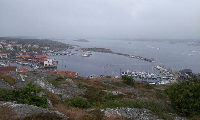 """Vår båtplats på Björkö.Vi ligger på nocken på flytbryggan mitt i bilden.Farleden utanför Björkö kallas havets """" E 6:a """".Mycket båttrafik varje dag.I hamnen finns Restaurang Sea-side,Pizzeria,Skeppshandel med bränsle,Engelsk Pub,ICA-butik,Fiskbutik,badplats med bastustuga vid havet."""