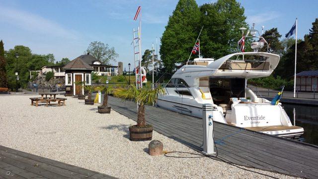 Fantastisk fin gästhamn. Eftersom vi åker på försäsong är det bara en till gästbåt i hamnen.