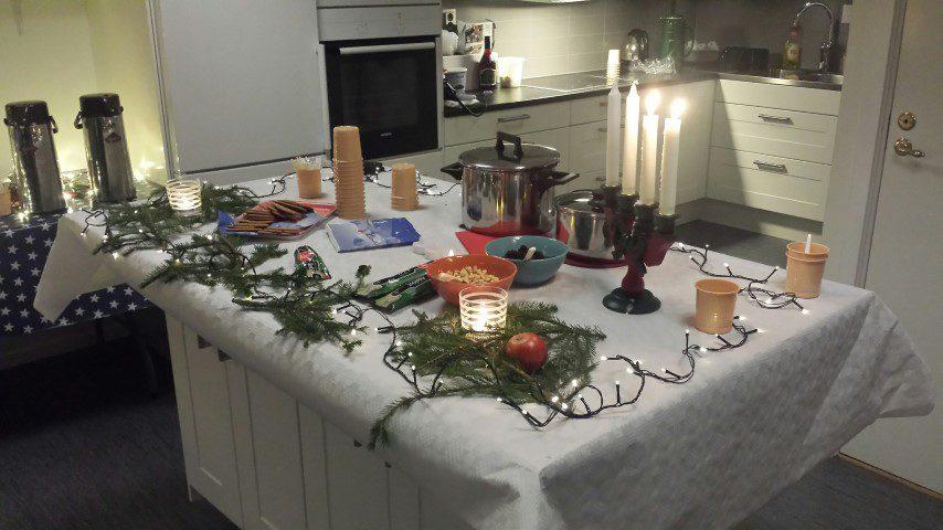 Julstämning med glögg och musiktävling